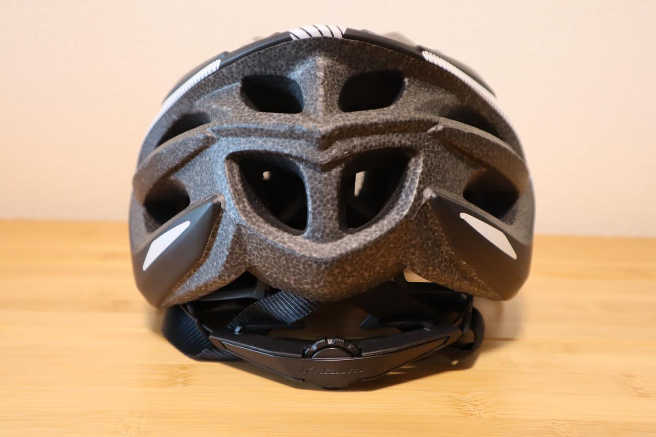 画像: ヘルメット背面 (筆者撮影)