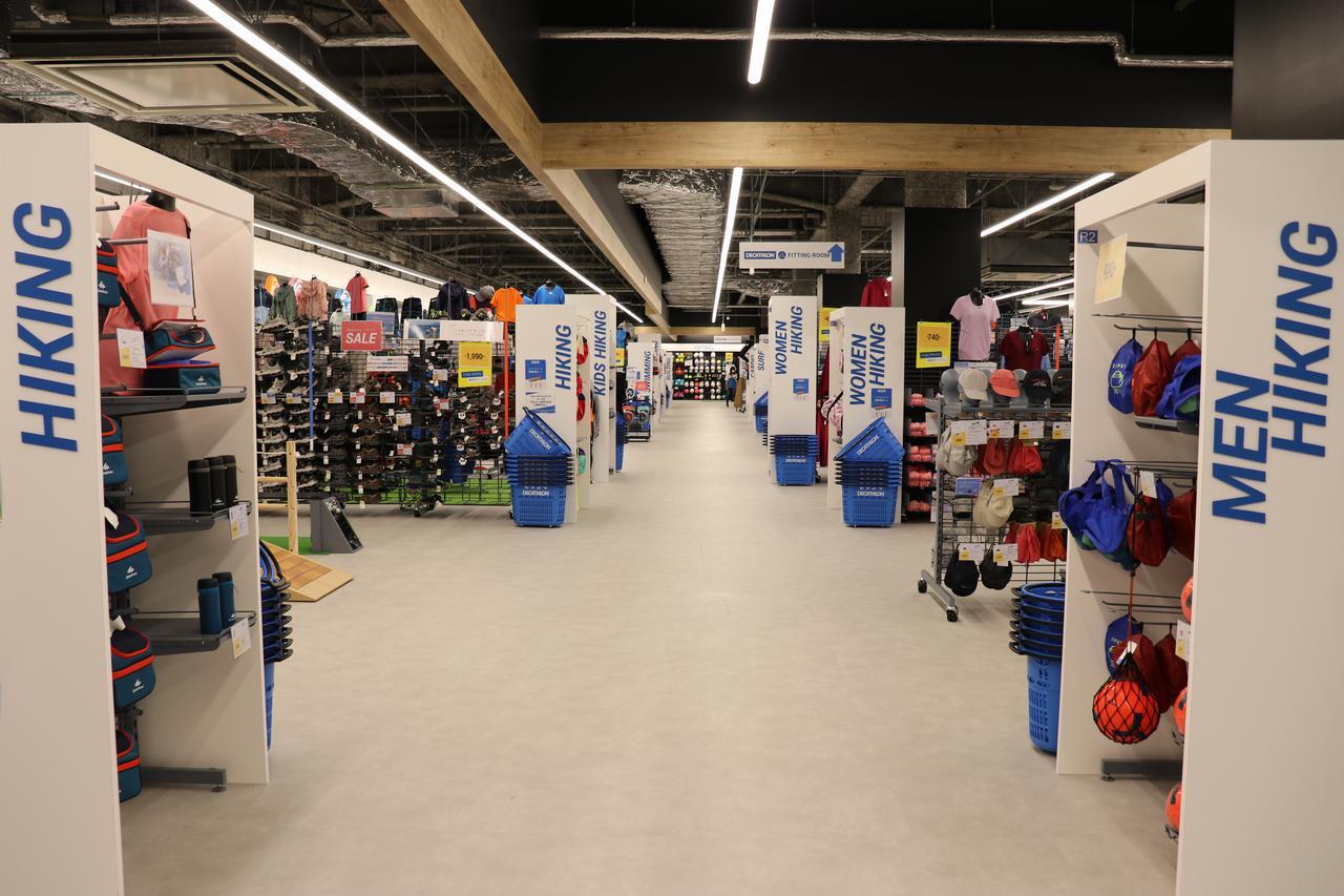 画像: 日本でのデカトロン2号店は千葉県に! イオン幕張店の中にある首都圏唯一の店舗