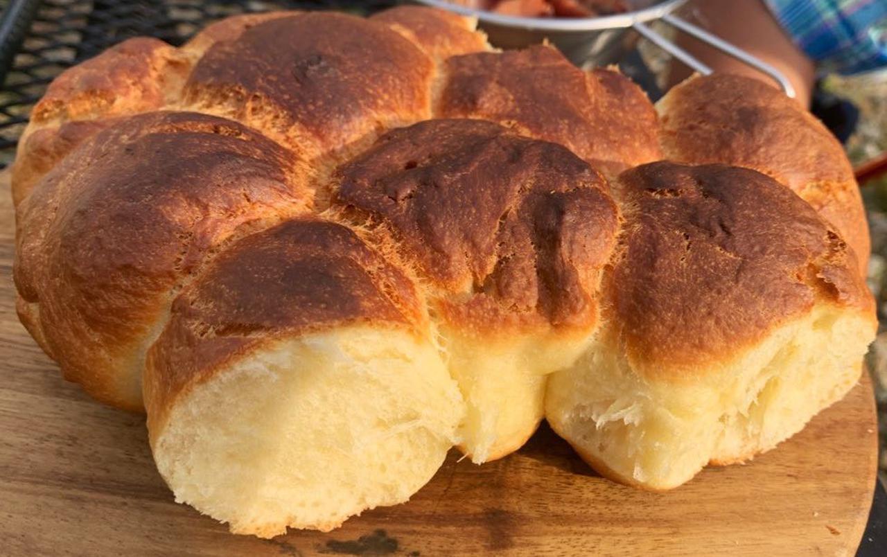 画像: 【レシピ公開】ダッチオーブンで焼き立てパン! キャンプで最高の朝食を作る - ハピキャン(HAPPY CAMPER)