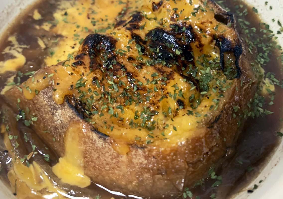 画像: 【おすすめレシピ4】冷凍玉ねぎでつくる「オニオングラタンスープ」