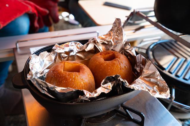 画像: 筆者撮影 スノーピーク コロダッチオーバルで焼きリンゴ