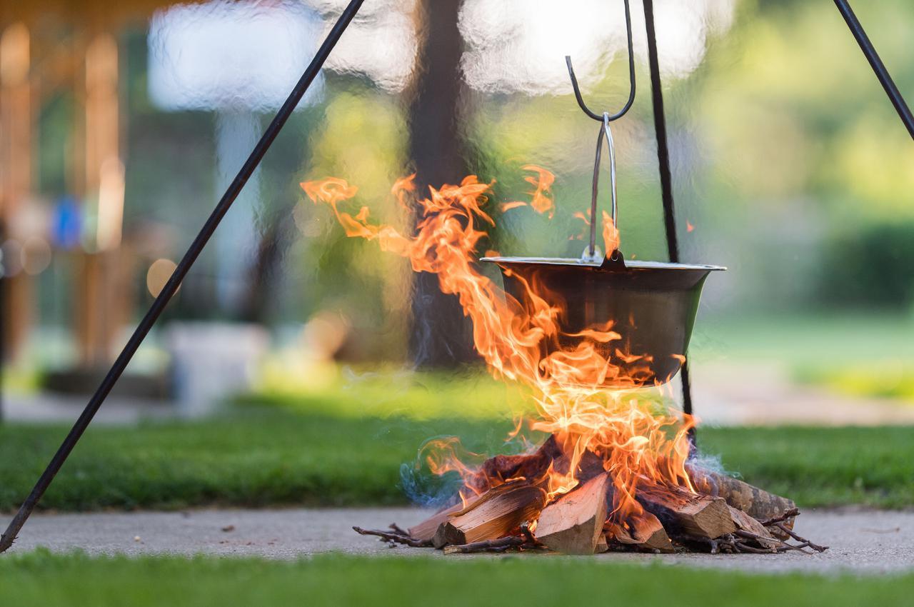 画像: 【トライポッドとは?】焚き火料理で鍋やケトルを吊るす三脚 DIYで自作する際に必要な道具・材料リスト