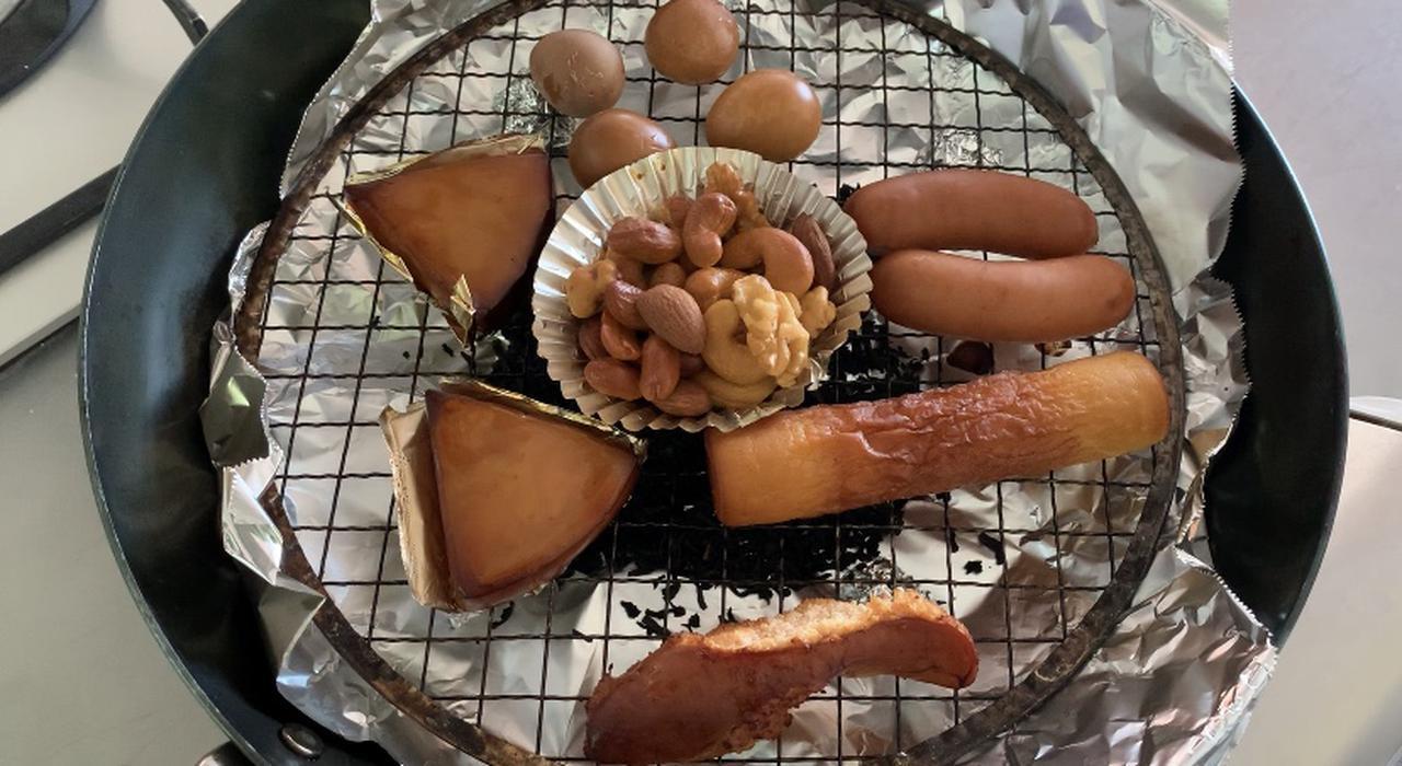 画像: 【簡単燻製】チップがなくても燻製が出来る! おうちの茶葉を使う燻製の作り方とオススメ食材をご紹介! - ハピキャン(HAPPY CAMPER)