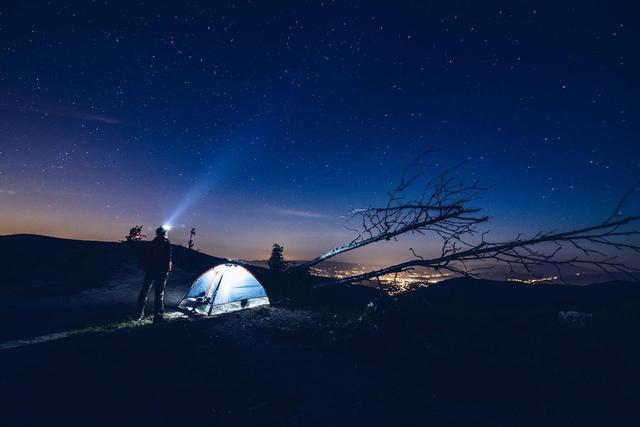 画像: 【登山初心者必見】ブラックダイヤモンド製の登山用ヘッドライトおすすめ商品を紹介 - ハピキャン(HAPPY CAMPER)