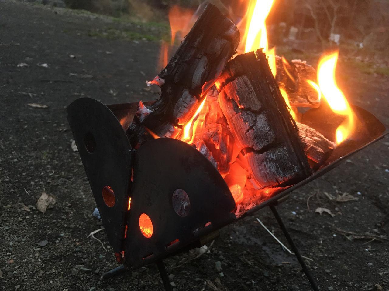 画像: UCOの焚き火台『ミニフラットパック』をレビュー ソロキャンプでの焚き火の手順も解説 - ハピキャン(HAPPY CAMPER)