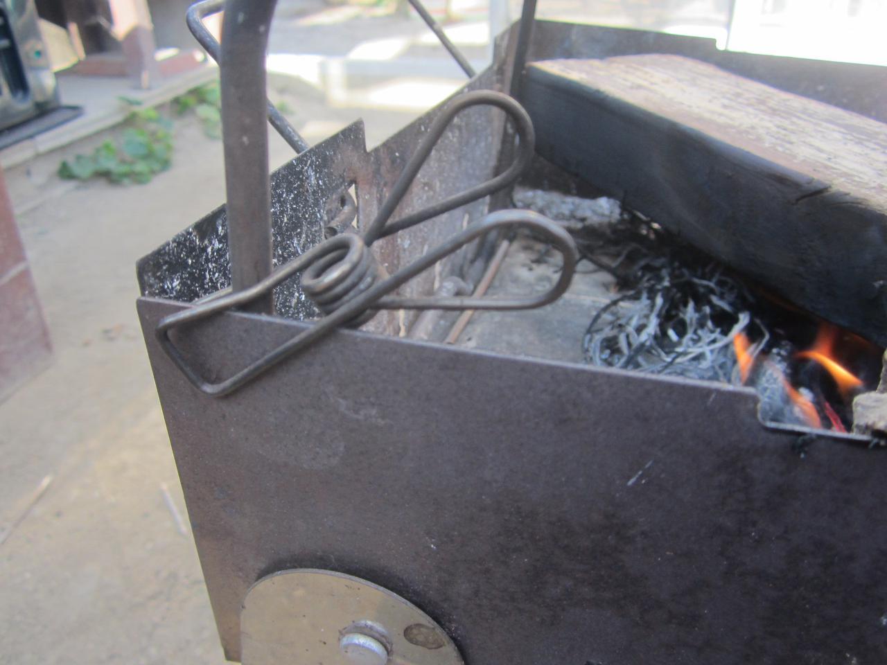 画像3: キャンピングムーンの五徳とユニフレームのダッチオーブンで焚き火料理 使い方を紹介!