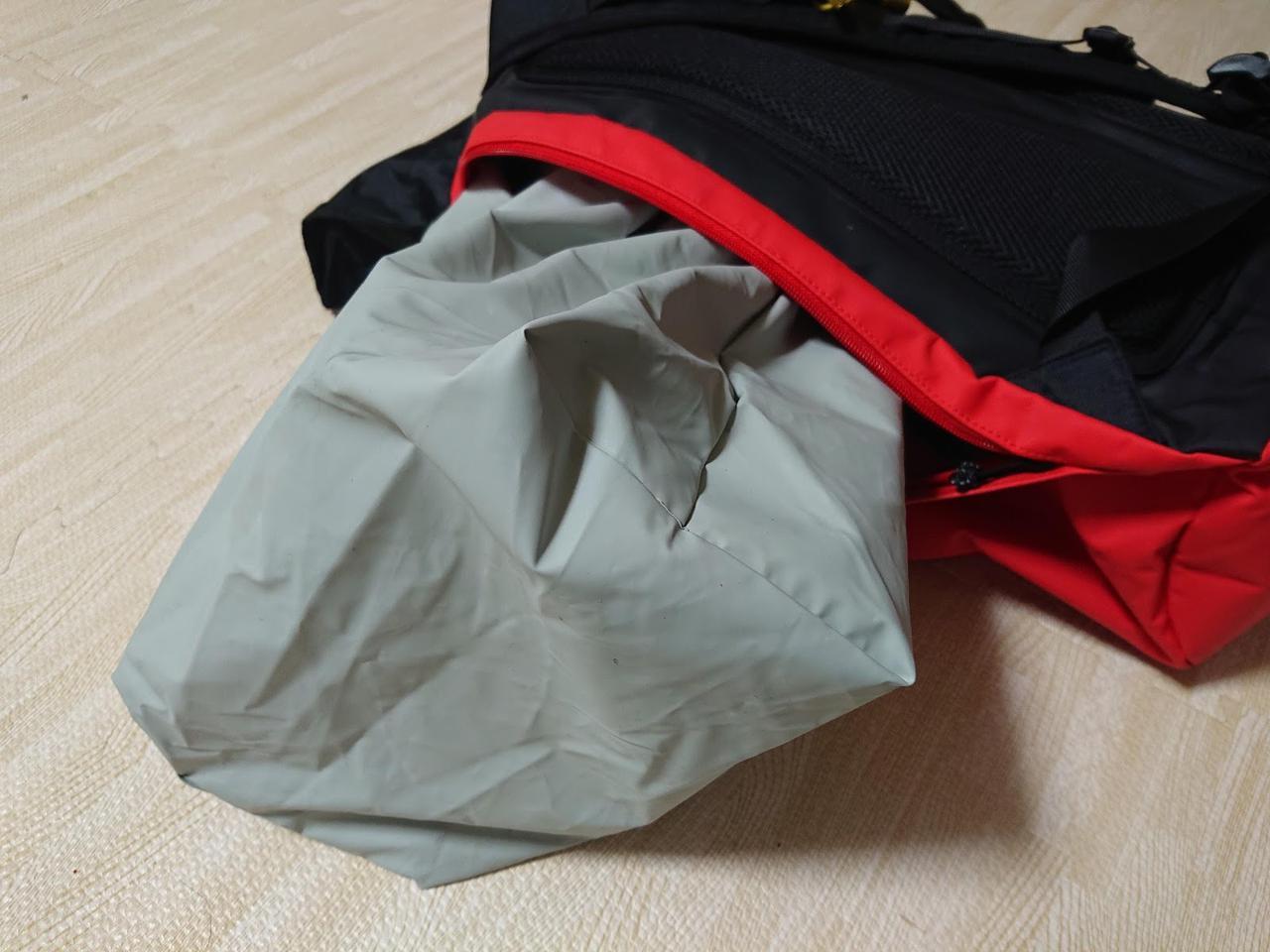 画像: 筆者撮影 防水袋にファスナーは一切ありません。