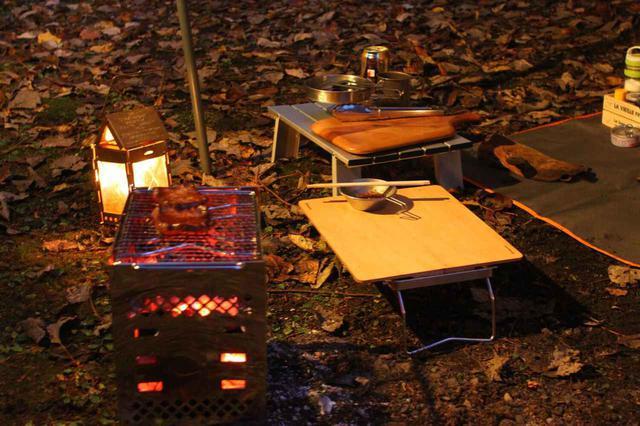 画像: 【メリット】アウトドアテーブルで調理・食事が清潔かつ快適にできる! ソロキャンプで携帯すべきギア