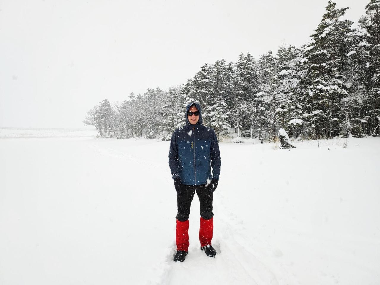 画像: 雪上アクティビティでは顔以外を覆う(口元まで隠すこともある) (筆者撮影)