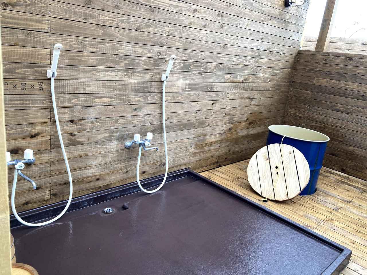 画像: 筆者撮影:シャワーから出るお湯も自家源泉の温泉だそうです。