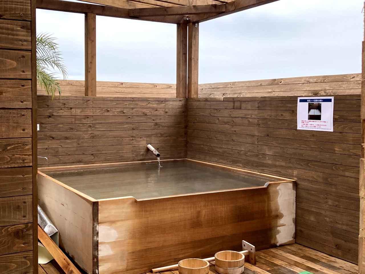 画像: 筆者撮影:家族5人で入ってもゆったりできるサイズの展望風呂