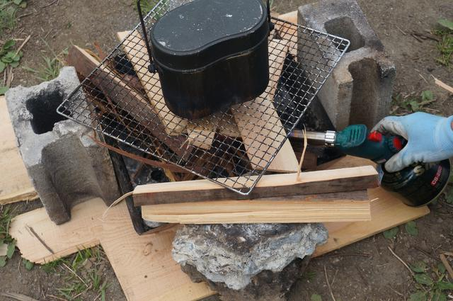 画像: 筆者撮影「薪を使った料理も楽しめます」