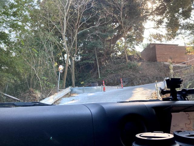 画像: 筆者撮影:本丸エリアへの通路は、急勾配な1本道。