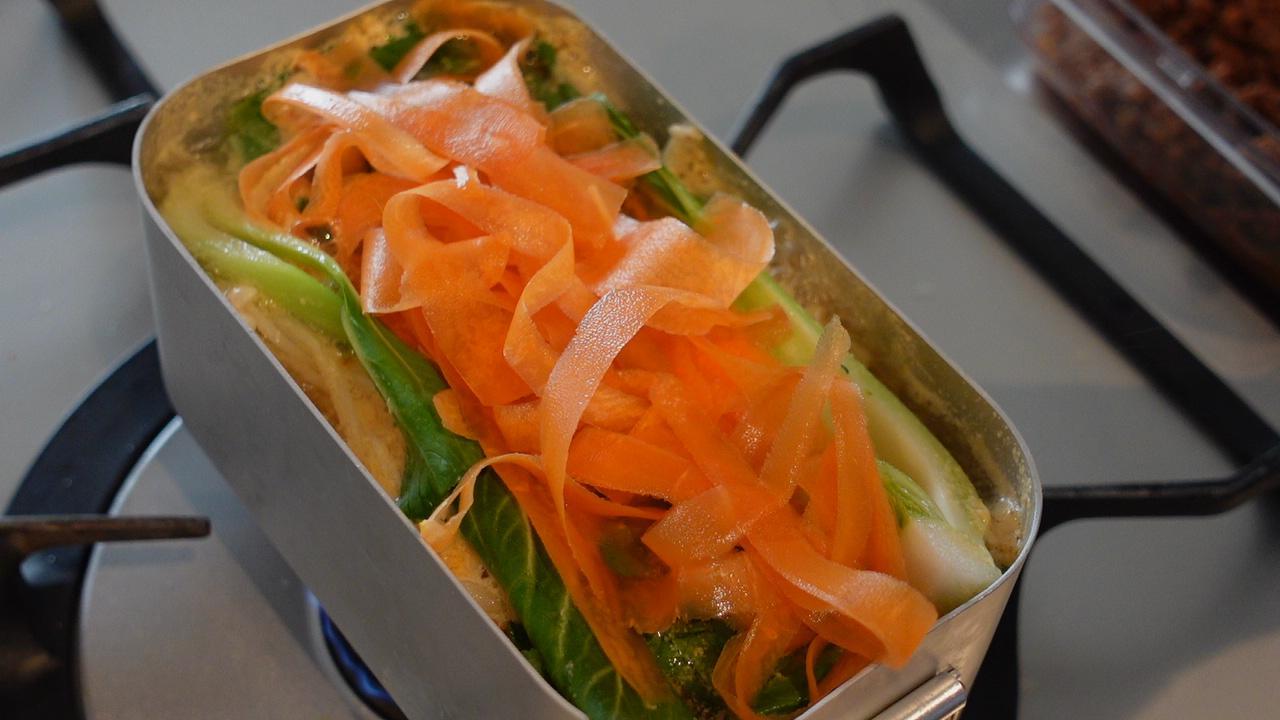 画像2: ピリ辛胡麻担々鍋