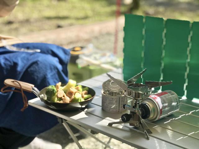 画像: ソロキャンプにおすすめ! 軽量な折りたたみアウトドアテーブル6選 スノーピーク・SOTO・キャプテンスタッグなど - ハピキャン(HAPPY CAMPER)