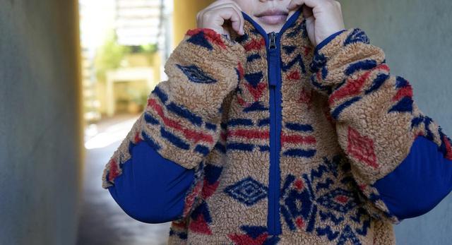 画像: 【筆者愛用】THE NORTH FACE(ザ・ノース・フェイス)のCampshire Pullover(キャンプシャープルオーバー)は、モフモフぬくぬく!ブランケットを羽織っているように気持ちい「着るブランケット」です - ハピキャン(HAPPY CAMPER)