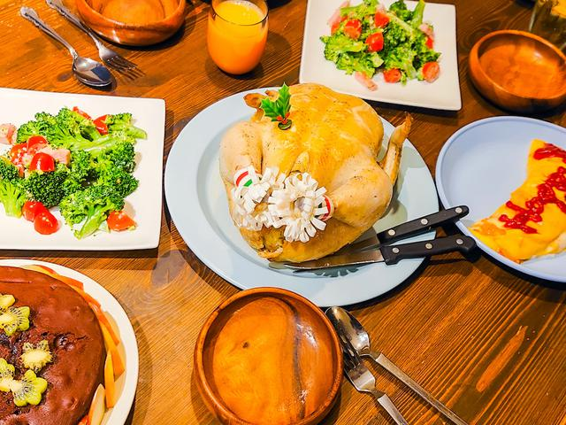 画像: 筆者撮影:1.5kgの丸鶏も余裕ありな、FLAT PLATE 30は取り分けるのに便利でした。