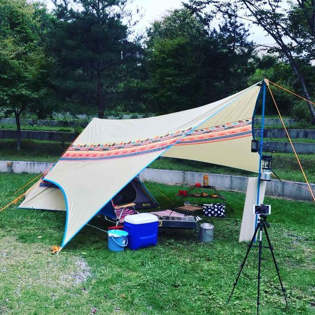 画像: タープとは? タープの種類とテント横への配置方法 キャンプ初心者の疑問解決 - ハピキャン(HAPPY CAMPER)