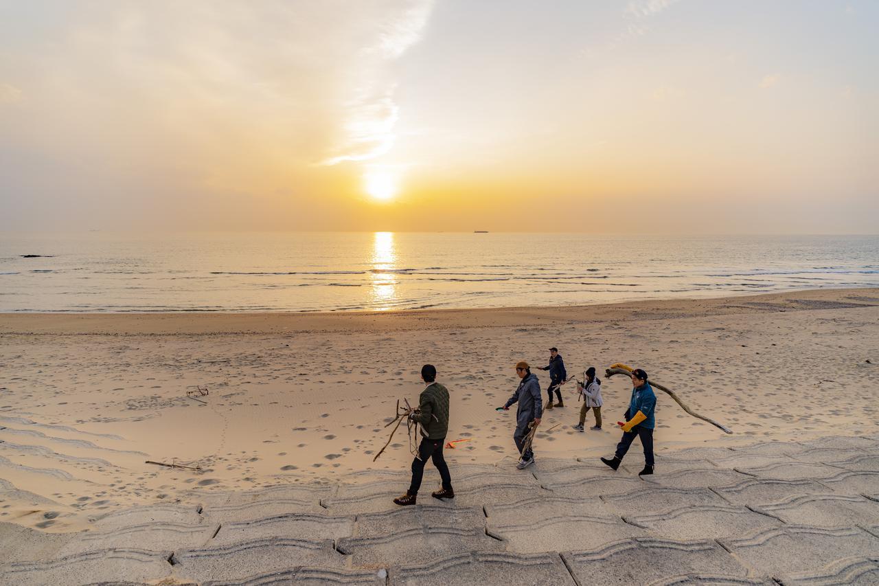 画像: 【おすすめキャンプ場52】おぎやはぎのハピキャンロケ地「中日小野浦キャンプバンガロー村」で楽しむ夕日とビーチ - ハピキャン(HAPPY CAMPER)