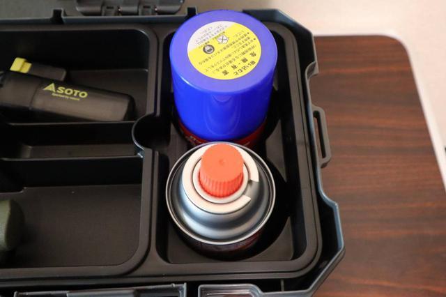 画像: ライター撮影 スプレー缶の収納エリア