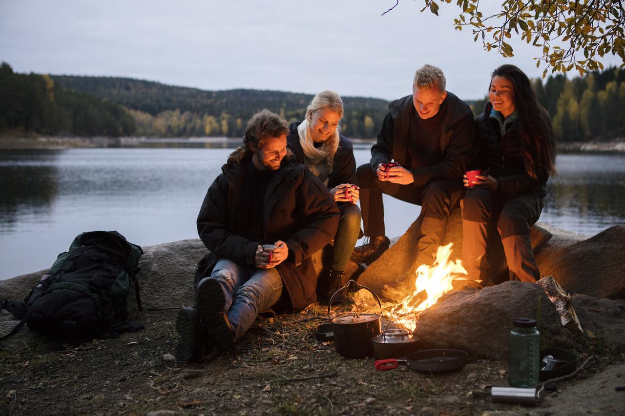 画像: 水平思考クイズ「ウミガメのスープ」はキャンプの空き時間や焚き火をしながらみんなで楽しめる