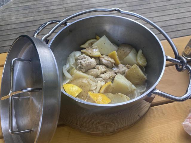画像: SOTO「ステンレスダッチオーブン」はシーズニング不要&IH対応! 手入れが簡単な万能調理器 - ハピキャン(HAPPY CAMPER)