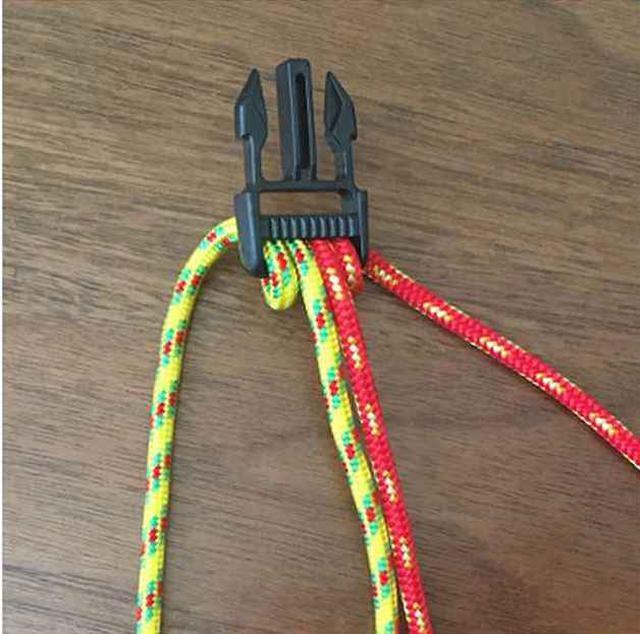 画像2: パラコードブレスレットの編み方を写真付きで解説! パラコードを二本使ったコブラ編みを紹介!