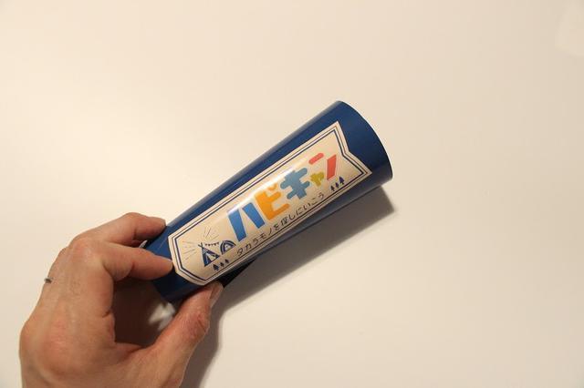 画像: 筆者撮影 一度丸めておくとCB缶にキレイにくっつきます
