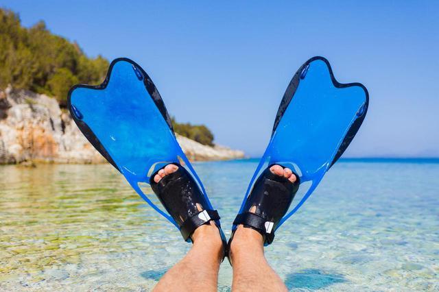 画像: 海水浴でおすすめのフィンをご紹介! フィンの種類やメリット・デメリットも紹介 - ハピキャン(HAPPY CAMPER)