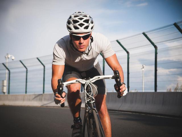 画像: 【サイクルジャージ】サイクリングのおすすめの服装(ウェア)・サングラスをご紹介! - ハピキャン(HAPPY CAMPER)