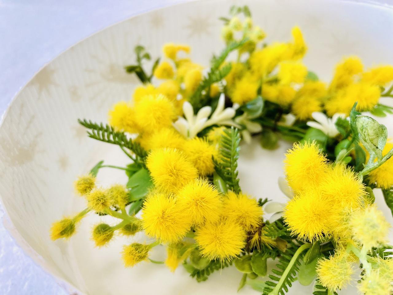 画像: モミザの造花を使ったリース (筆者撮影)