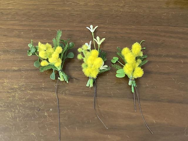 画像: 造花を使用しても黄色い繊維が散らかってしまいますが… (筆者撮影)