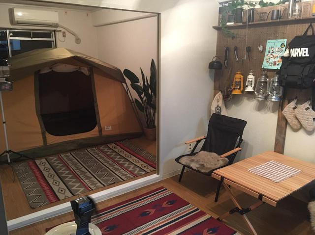 画像: ライター撮影 部屋のなかにテントを張るとキャンプの雰囲気満載に! happycamper.jp