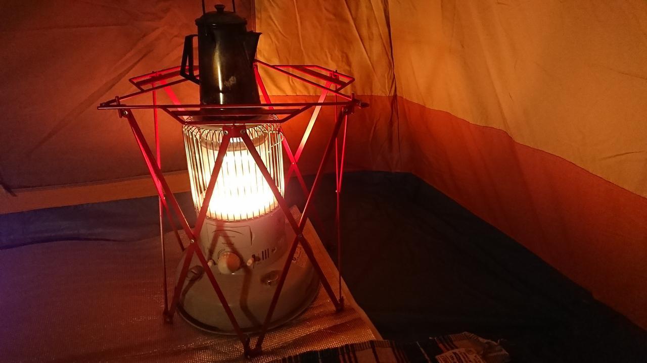 画像: テント内暖房している様子・イメージ