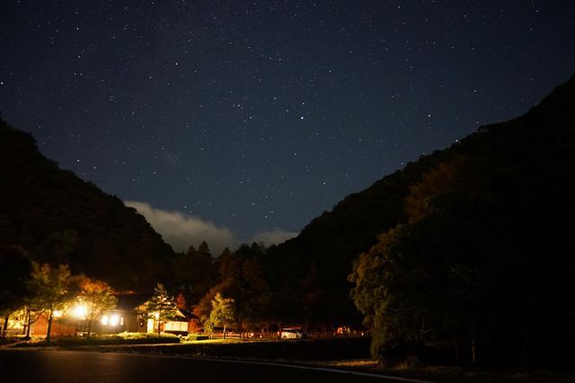 画像: 筆者撮影 夜のキャンプ場はゆったりとした時間が流れています。