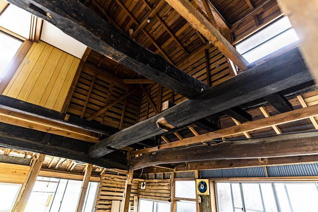 画像: 梁が立派!古民家とハイテクが融合した温故知新的空間 (photographer 吉田達史)