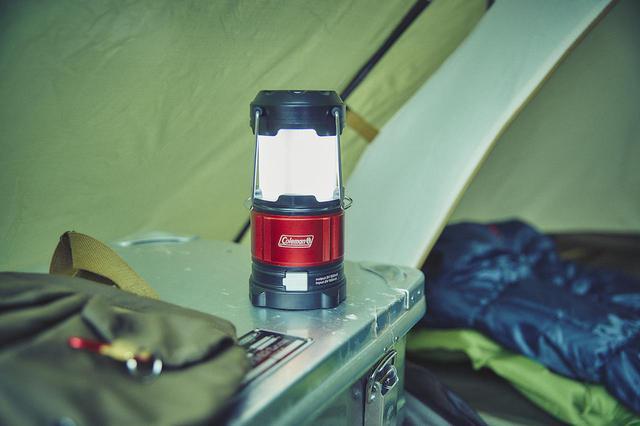 画像1: 「ラギットパッカウェイランタン」好みの明るさ・色に切り替え可能な携帯充電もできる小型ランタン