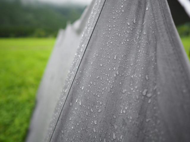画像: 【雨キャンプ】雨予報の時の持ち物・服装をご紹介! タープや便利なレイングッズも! - ハピキャン(HAPPY CAMPER)