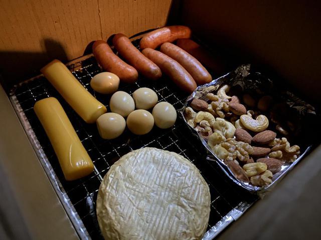 画像: 【ダンボール燻製器】簡単に燻製料理ができる SOTO『燻家』の使い方や魅力をご紹介 - ハピキャン(HAPPY CAMPER)