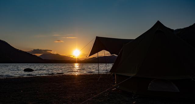画像: 富士五湖 西湖湖畔 湖畔キャンプ場
