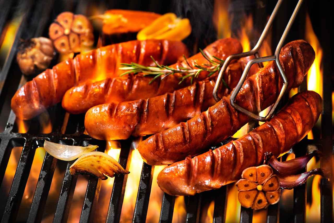 画像: 【調理法】ソーセージを一番美味しく食べたいならスキレットで「ゆで焼き」