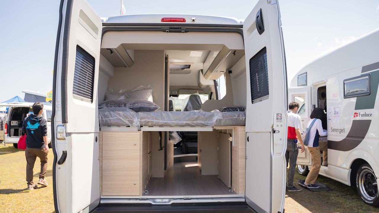 画像: この大きさで就寝定員は2名の贅沢空間。もちろんスペースにも余裕があります。 ADRIA:TWIN PLUS 540 SP