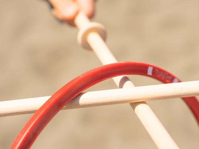 画像: プラスチックのように見えますが、実は木の繊維とブドウ糖を組み合わせて作った自然に還る優しい素材です。