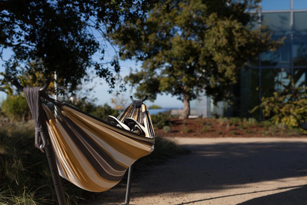 画像: 軽量性・組み立ての簡単さ・耐荷重の3つは必ずチェック! キャンプで使える自立式ハンモックの選び方