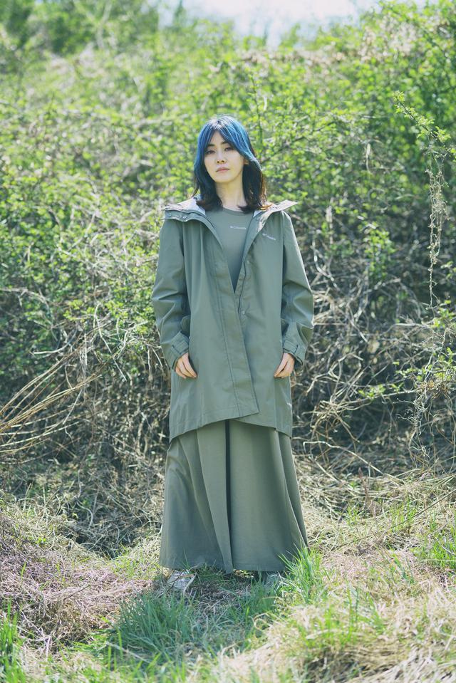 画像: Jacket:Tree Swallow W Jacket ¥24,200 Dress: Tree Swallow W Ofz Dress ¥9,680 Shoes: Myleage Rain Waterproof ¥9,020