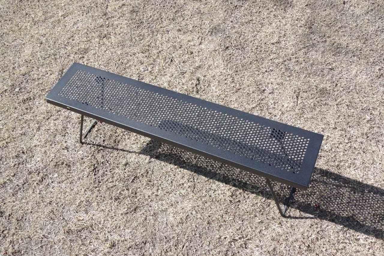 画像: (筆者撮影)この独立したテーブルが4つ入ってます。