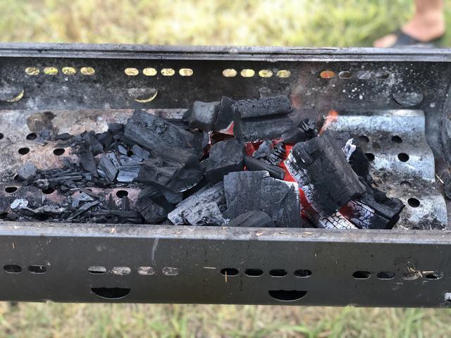 画像: ホームセンターなどで安く販売されている『木炭』は『黒炭』の仲間! 着火時に便利な炭