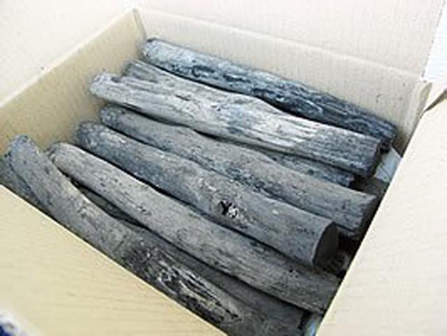 画像1: 【炭の基礎知識】キャンプで使う木炭や豆炭を詳しく知ろう! 炭の種類や持ち運び・保管方法も紹介