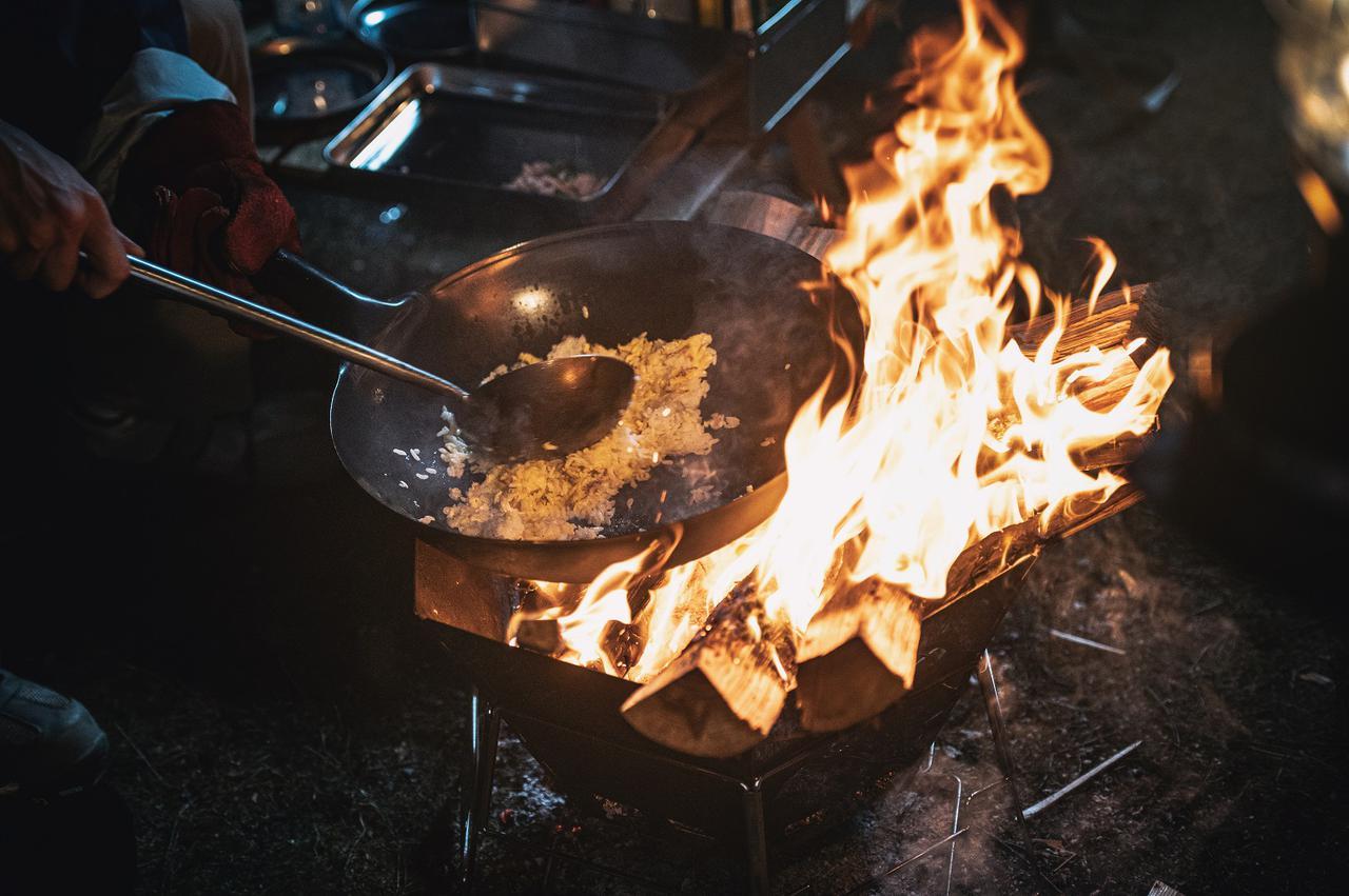 画像: 中華鍋をゆするサウンドにうっとりしてしまう。。。あの炒飯を再現
