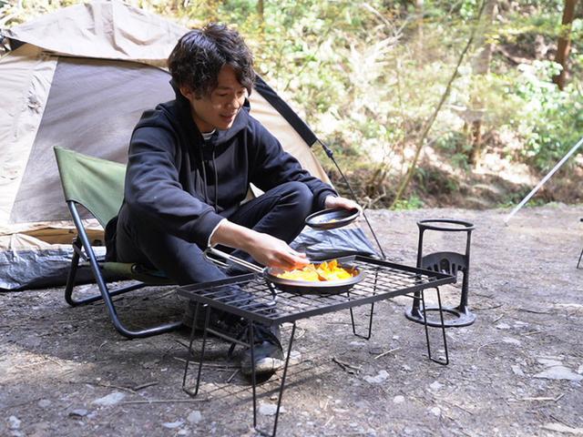画像: 直火OK!ホーローはキャンプ飯との相性抜群